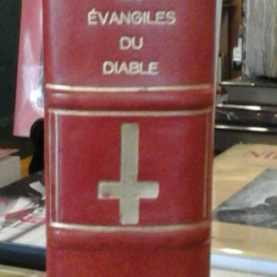 Seignolle Claude présente Les évangiles du Diable selon la croyance populaire